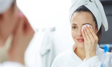Quel démaquillant ou nettoyant choisir selon son type de peau ?